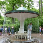 Regenschirm Brunnen